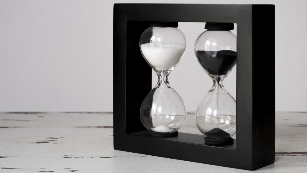 Black & White Hourglass